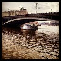 Photo prise au Bolshoy Kamenny Bridge par Katja le4/27/2013