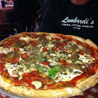 5/26/2013에 LA Travel M.님이 Lombardi's Coal Oven Pizza에서 찍은 사진