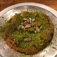 Das Foto wurde bei Paşa künefe ve dondurma von BY.ADEM O. am 10/25/2018 aufgenommen