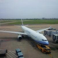 Photo prise au Tan Son Nhat International Airport par Hai L. le7/18/2013