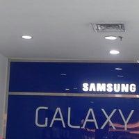 Das Foto wurde bei Samsung Mobile Kelapa Gading von Annisa S. am 3/22/2013 aufgenommen