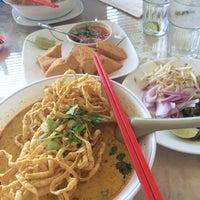 Foto diambil di Sri Siam Cafe oleh Jessica L. pada 6/25/2014