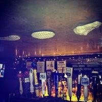 Das Foto wurde bei Crocodile Lounge von Kaina am 1/19/2013 aufgenommen