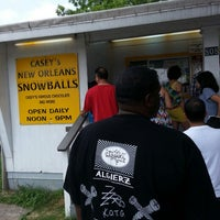 Foto scattata a Casey's New Orleans Snowballs da James S. il 5/19/2013