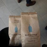 Das Foto wurde bei Blue Bottle Coffee von Emily W. am 11/7/2018 aufgenommen