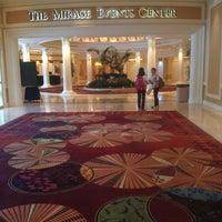 Das Foto wurde bei The Mirage Convention Center von Lorenzo C. am 7/23/2013 aufgenommen
