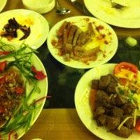 Foto tirada no(a) Muzom Restoran por Adnan K. em 11/18/2012