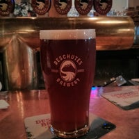 7/15/2013 tarihinde Nicholas W.ziyaretçi tarafından Deschutes Brewery Bend Public House'de çekilen fotoğraf