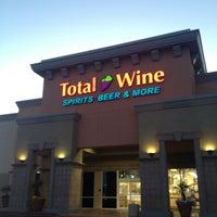 Das Foto wurde bei Total Wine & More von Aimee 🎶👊 am 2/8/2013 aufgenommen
