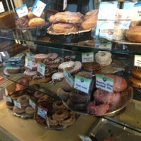 Das Foto wurde bei Top Pot Doughnuts von Jeff C. am 2/2/2013 aufgenommen