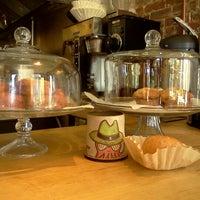 Foto scattata a Boxer Donut & Espresso Bar da Angela J. il 10/16/2012