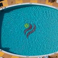 Снимок сделан в Aston Waikiki Beach Hotel пользователем Carole A. 3/10/2013