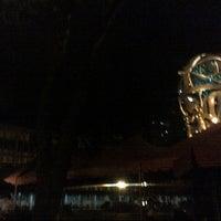 Снимок сделан в UST Quad пользователем Justin I. 10/19/2012