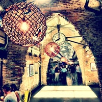 6/22/2013 tarihinde Maryclaire M.ziyaretçi tarafından Chelsea Market'de çekilen fotoğraf