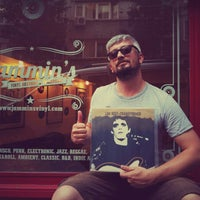6/17/2015에 Murat E.님이 Jammin's Vinyl Records & Café에서 찍은 사진