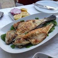 5/19/2013 tarihinde Baris A.ziyaretçi tarafından Karina Balık Restaurant'de çekilen fotoğraf