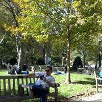 Das Foto wurde bei Rittenhouse Square von Mike L. am 10/20/2012 aufgenommen