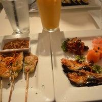 รูปภาพถ่ายที่ Yumm Thai : Sushi and Beyond โดย Tram N. เมื่อ 11/12/2012