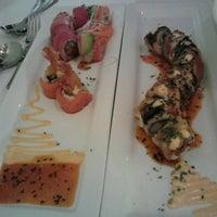 รูปภาพถ่ายที่ Yumm Thai : Sushi and Beyond โดย Tram N. เมื่อ 11/3/2012