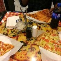 4/6/2014 tarihinde Kyle H.ziyaretçi tarafından Pizza Girls WPB'de çekilen fotoğraf