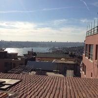 4/28/2013 tarihinde Zafer E.ziyaretçi tarafından Balkon Bar'de çekilen fotoğraf
