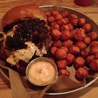 Das Foto wurde bei Burger Bar von Matt L. am 1/25/2013 aufgenommen