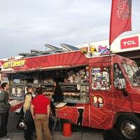 1/9/2013 tarihinde Matt L.ziyaretçi tarafından Fukuburger Truck'de çekilen fotoğraf