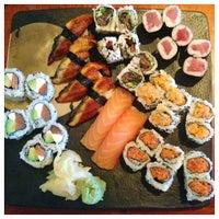 Foto tirada no(a) Akira Sushi Bistro por Christine K. em 7/15/2013