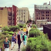 Das Foto wurde bei High Line von Gregory D. am 7/27/2013 aufgenommen