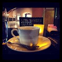 Снимок сделан в Emporio Armani Café- The Pearl Qatar пользователем Fahad J. 11/1/2012