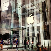 Foto scattata a Apple Fifth Avenue da Fahad J. il 6/3/2013