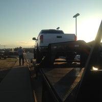 Foto tirada no(a) Toyota of Fayetteville por Oklahoma Custom C. em 4/13/2013