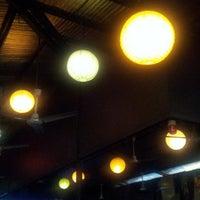 Foto scattata a Oasis Bar and Grill da Mio D. il 4/28/2013