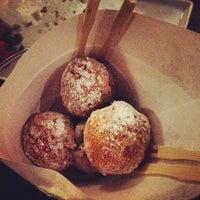 Foto tomada en Booty's Street Food por Christina S. el 1/26/2013