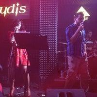 Foto diambil di Rudis Bar oleh Müge pada 3/18/2013
