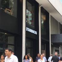 รูปภาพถ่ายที่ Starbucks โดย Raphael P. เมื่อ 2/26/2018