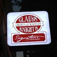 Photo prise au Gladys Knight's Signature Chicken & Waffles par Shawn - Realtor - M. le10/13/2012