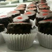Foto tomada en Semi Sweet Bakery por M E. el 1/27/2013