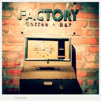 Foto scattata a Factory Coffee Bar da Caroline S. il 9/19/2012