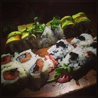 Photo prise au Blue Ribbon Sushi Bar & Grill par Mika T. le6/4/2013
