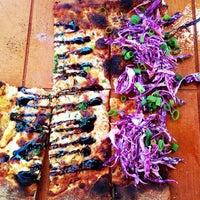 รูปภาพถ่ายที่ Cornerstone - Artisanal Pizza & Craft Beer โดย Katie K. เมื่อ 8/25/2013