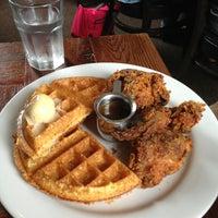 Foto diambil di Brown Sugar Kitchen oleh Noah J. pada 7/27/2013