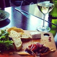 Photo prise au Le Grand Bistro & Oyster Bar par Analicia B. le2/23/2013
