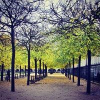 Das Foto wurde bei Place des Vosges von Carlos P. am 11/14/2013 aufgenommen