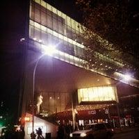 Das Foto wurde bei Alice Tully Hall at Lincoln Center von Kim Cruz B. am 11/3/2012 aufgenommen