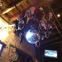 11/8/2012 tarihinde Katieziyaretçi tarafından Jack Brown's Beer & Burger Joint'de çekilen fotoğraf