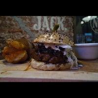 Das Foto wurde bei Tennessee Ribs & Burgers von Manuel am 8/11/2015 aufgenommen