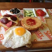 Foto diambil di City Burger oleh Damla pada 9/7/2013