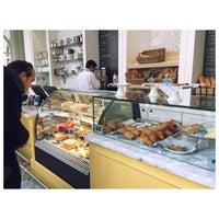 Photo prise au Colette Grand Café par Jenn Y. le2/1/2015