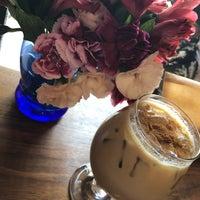 Снимок сделан в Mothership Coffee Roasters пользователем nicky v. 8/14/2018